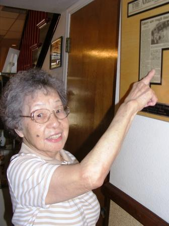 Anna Lee pointing