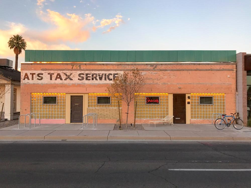 gracies-tax-bar-exterior
